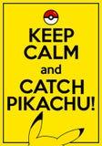 El cartel del vector con cita guarda calma y coge Pikachu