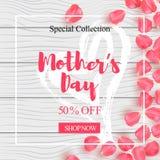 El cartel feliz de la venta del día de madre con el pétalo subió diseño en la textura de madera Fondo de madera realista con ilustración del vector