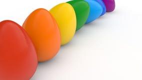El cartel feliz de pascua, arco iris coloreó los huevos realistas, fondo blanco, tarjeta del día de fiesta, Imagen de archivo libre de regalías