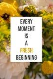 El cartel inspirado cada momento es un principio fresco fotos de archivo libres de regalías