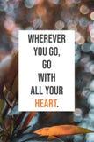 El cartel inspirado dondequiera que usted vaya, va con todo su corazón fotos de archivo libres de regalías