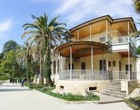 El Casa-museo de Sergei Khudekov Villa Hope en el medio de la ciudad de vacaciones del arboreto del parque en un día de primavera Fotos de archivo libres de regalías