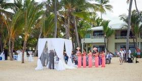 El casarse en la playa del centro turístico de Punta Cana foto de archivo