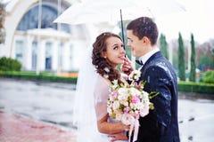 El casarse en otoño imágenes de archivo libres de regalías