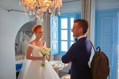 El casarse en Santorini foto de archivo libre de regalías