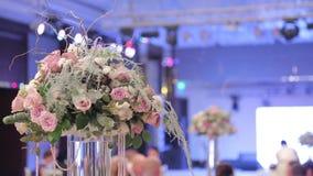 El casarse floral y ramo de flores hermosas almacen de metraje de vídeo