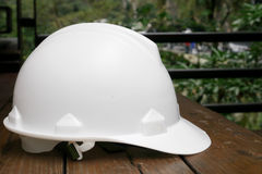 El casco de seguridad blanco Imagen de archivo