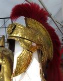 El casco del soldado romano del oro rojo Imágenes de archivo libres de regalías