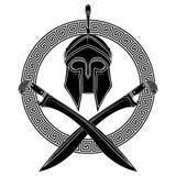 El casco helénico antiguo, dos espadas cruzadas del griego clásico y el ornamento griego serpentean Imágenes de archivo libres de regalías