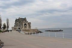 El casino del mar en Constanta Rumania imagenes de archivo
