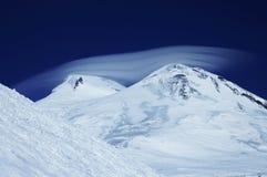 El casquillo de Elbrus imágenes de archivo libres de regalías