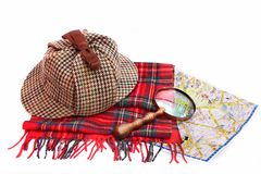 El casquillo del Deerstalker, la lupa, las bufandas del tartán y Londres trazan Imágenes de archivo libres de regalías