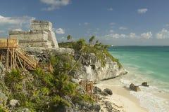 El Castillo изображен в майяских руинах Ruinas de Tulum (руин Tulum) в Quintana Roo, полуострове Юкатан, Мексике Стоковое Изображение RF