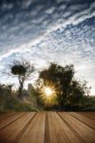 El castillo arruina paisaje en la salida del sol con resplandor solar inspirado sea Fotos de archivo libres de regalías