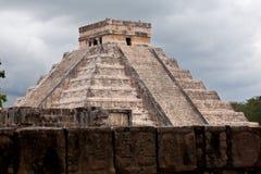 El Castillo av Chichen Itza, mayan pyramid i Yucatan/Mexico Arkivbild