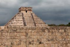 El Castillo av Chichen Itza, mayan pyramid i Yucatan, Mexico Arkivbild