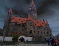 El castillo Bouzov del cuento de hadas fotografía de archivo