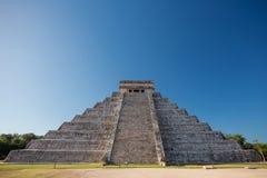 El Castillo, Chichen Itza, Юкатан, Мексика Стоковая Фотография