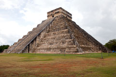 El Castillo of Chichen Itza, mayan pyramid in Yucatan, Mexico Royalty Free Stock Images