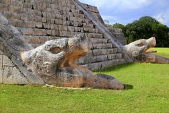EL Castillo Chichen Mayan Itza del serpente di Kukulcan Fotografia Stock Libera da Diritti