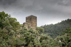 El castillo de Arouce, sierra de Lousa fotografía de archivo