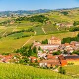 El castillo de Barolo en Piamonte, Italia fotografía de archivo