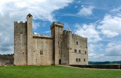 El castillo de Beynac y de Cazenac en el Périgord Noir en Francia fotografía de archivo libre de regalías