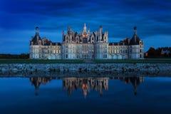 El castillo de Chambord en la puesta del sol, castillo del Loira, Francia Chateau de Chambord, el castillo más grande del valle d fotografía de archivo libre de regalías