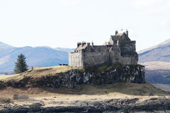El castillo de Duart, isla de reflexiona sobre Imagenes de archivo