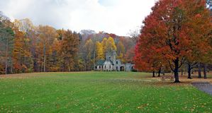 El castillo de los escuderos es una cáscara abandonada de un castillo en Cleveland Ohio Metroparks fotos de archivo