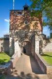El castillo de Upnor es un fuerte isabelino de la artillería situado en la orilla oeste del río Medway en Kent Imagenes de archivo