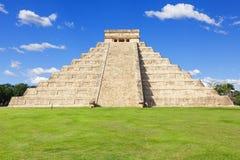 El Castillo (den Kukulkan templet) av Chichen Itza Royaltyfri Bild