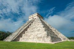 El Castillo eller tempel av den Kukulkan pyramiden, Chichen Itza, Yucatan Royaltyfri Bild