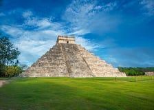 El Castillo eller tempel av den Kukulkan pyramiden, Chichen Itza, Yucatan Arkivbilder