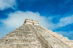 El Castillo eller tempel av den Kukulkan pyramiden, Chichen Itza, Yucatan Arkivbild