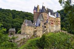 El castillo Eltz es un castillo absolutamente imponente de la ciudadela del alemán foto de archivo libre de regalías