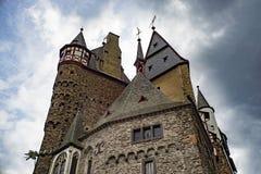 El castillo Eltz es un castillo absolutamente imponente de la ciudadela del alemán Foto de archivo