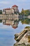 El castillo en Tata, Hungría Imagenes de archivo