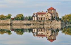 El castillo en Tata, Hungría Foto de archivo libre de regalías