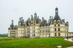 El castillo francés de Chambord en Chambord, Francia, es uno de los chateaux más reconocibles del mundo debido a su muy imagen de archivo