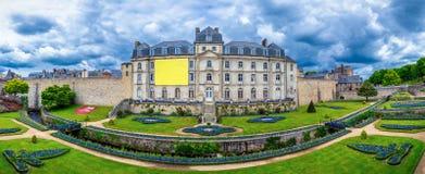 El castillo francés de l'Hermine es un fuerte viejo construido en el castillo desaparecido imágenes de archivo libres de regalías