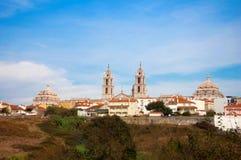 El castillo histórico en la aldea Imagenes de archivo