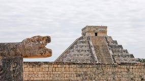 El Castillo i Chichen Itza Royaltyfri Bild