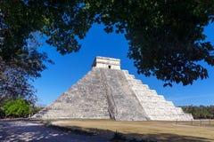 El Castillo i Chichen Itza Royaltyfri Foto