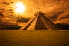 El Castillo (The Kukulkan Temple) of Chichen Itza at sunset. Mayan pyramid in Yucatan at sunset, México Royalty Free Stock Photography