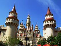 El castillo lejos lejano, universal Imagen de archivo libre de regalías