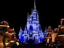 El castillo mágico del reino de Disneyworld enciende 1 Fotografía de archivo libre de regalías