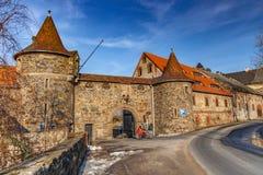 El castillo medieval Czocha situado en la ciudad de Sucha imagenes de archivo