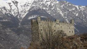 El castillo medieval de Ussel almacen de metraje de vídeo