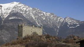 El castillo medieval de Ussel metrajes